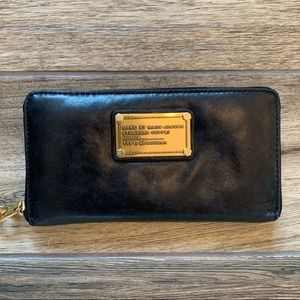 Marc by Marc Jacobs Classic Standard Continental